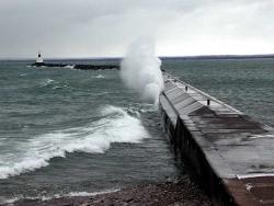 پاورپوینت بررسی احداث موج شکن